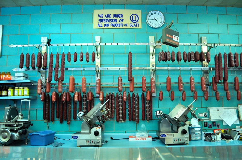 An inside look at Chicago's last kosher butcher.